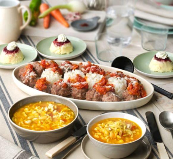 Sopa de judías blancas y fideos. Albóndigas con arroz y salsa de tomate. Cheesecake