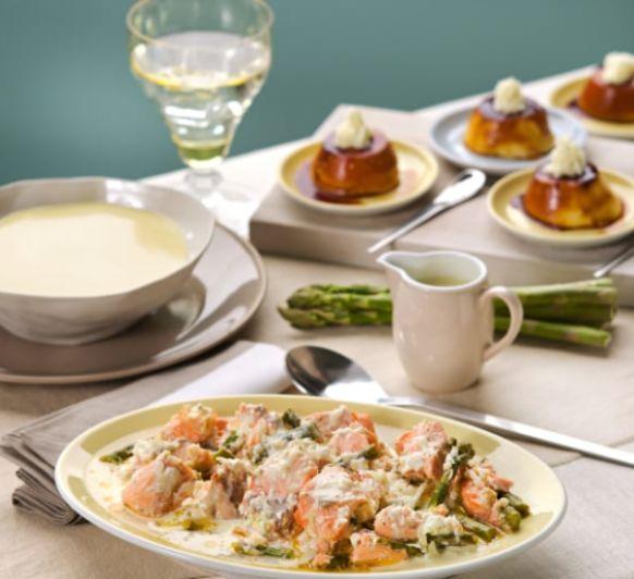 Vichyssoise. Salmón con espárragos verdes y salsa de queso manchego. Quesillo de yogur